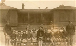 Mig in 1925 with class during her 1st year of teaching at Cement Grammar School.